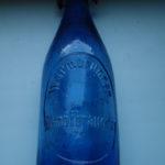 Zajímavá pivní láhev – kobaltové zbarvení – Brauerei Warmbrunn-Hirschberg/Polsko